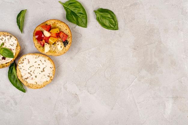 コピースペースでおいしいイタリア料理のトップビュー 無料写真