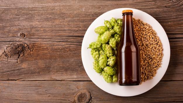 食材とトップビュービール瓶 無料写真