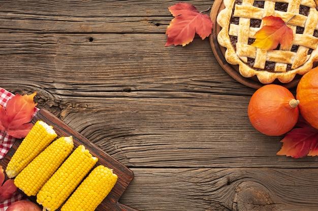 Рама с аппетитным пирогом и кукурузой Бесплатные Фотографии