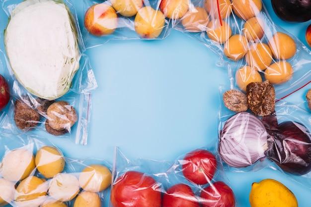 Здоровая пища в полиэтиленовых пакетах с копией пространства Бесплатные Фотографии