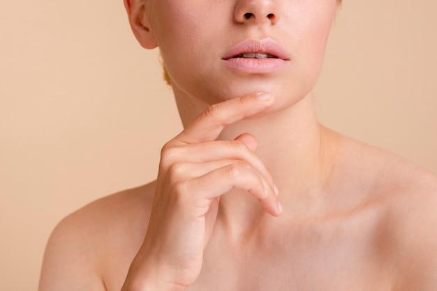 Макро модель позирует с открытым ртом Бесплатные Фотографии