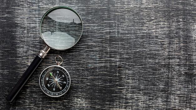 トップビュー拡大鏡とコンパス 無料写真