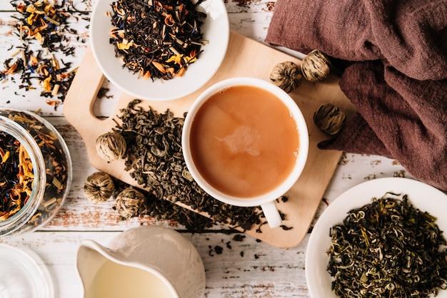 マグカップでおいしい有機茶のトップビュー 無料写真
