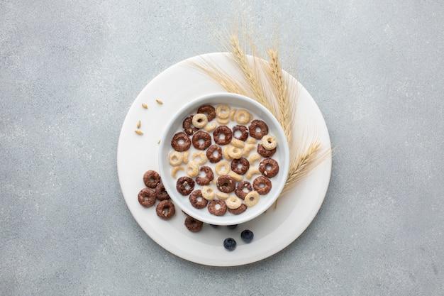 Вид сверху зерновой миске в окружении пшеницы Бесплатные Фотографии