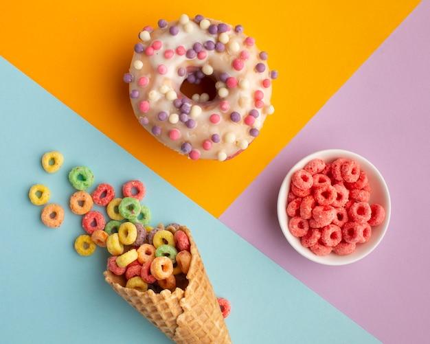 トップビューおいしいお菓子とシリアル 無料写真