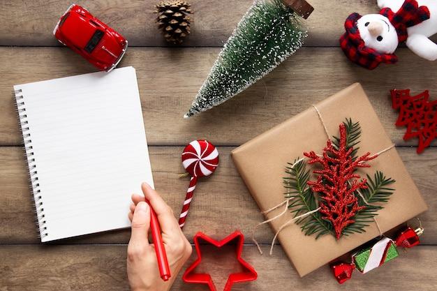 クリスマスの装飾とノートブックモックアップ 無料写真