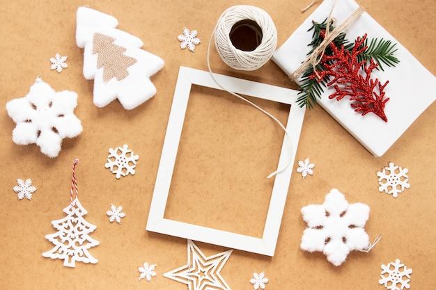 Новогодняя рамка-макет со снежинками Бесплатные Фотографии