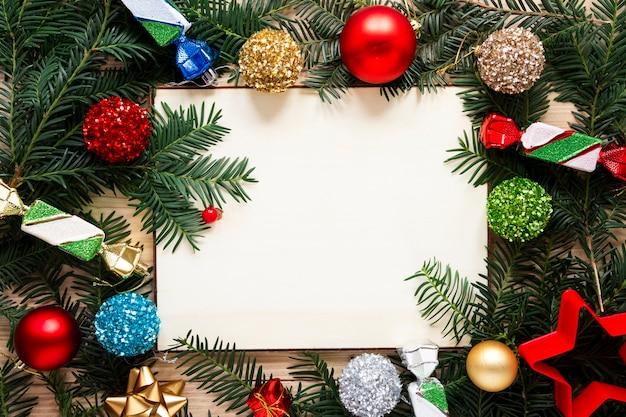 松の枝フレームクリスマスコンセプトとモックアップ 無料写真