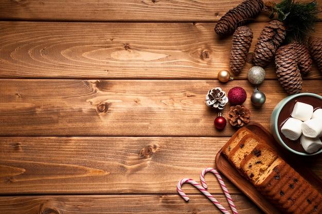 Вид сверху горячий шоколад с тортом Бесплатные Фотографии