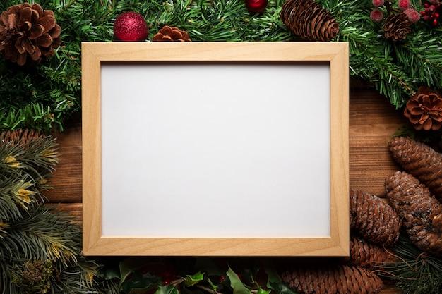 クリスマスの装飾とトップビューホワイトボード 無料写真