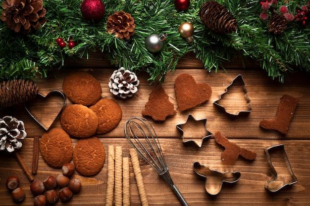 食器とトップビュークリスマスビスケット 無料写真
