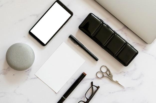 Макет телефона на столе Бесплатные Фотографии