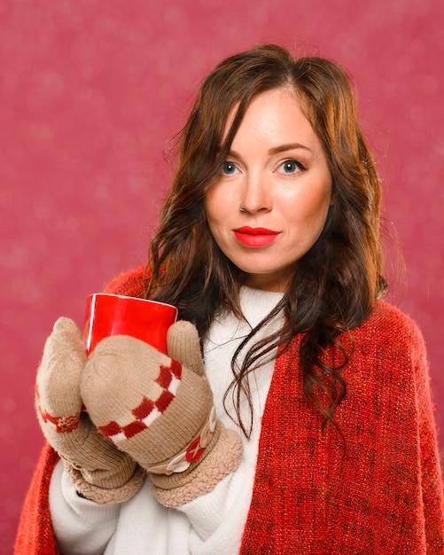 Портрет красивой женской зимней модели Бесплатные Фотографии