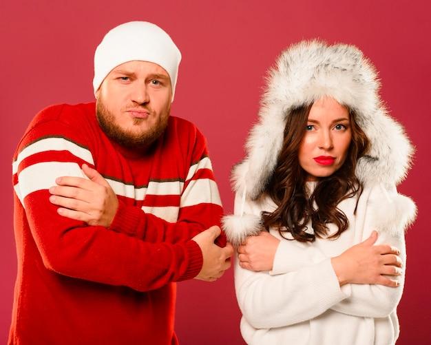 凍結する男性および女性モデル 無料写真