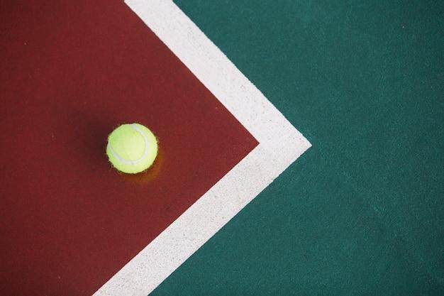 テニスボールのフィールド 無料写真