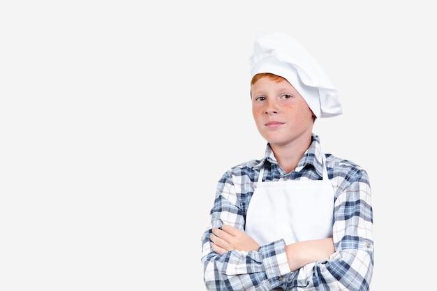 Вид спереди малыш, выдавая себя за шеф-повара Бесплатные Фотографии