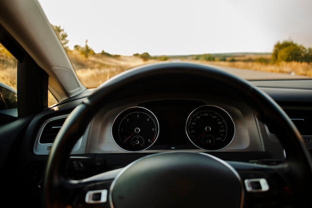 運転席からの道路の正面図 無料写真