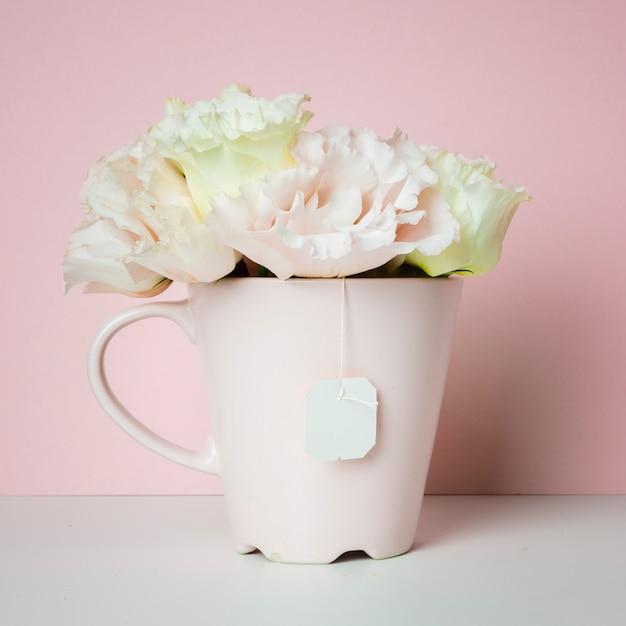 ティーカップの花の花束 無料写真