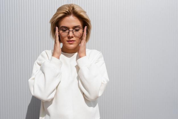 美しいモデル固定メガネ 無料写真