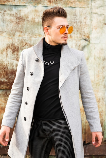 Красивый мужчина в стильных очках Бесплатные Фотографии