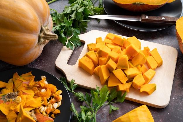 おいしいかぼちゃのスライスを使ったハイアングル 無料写真