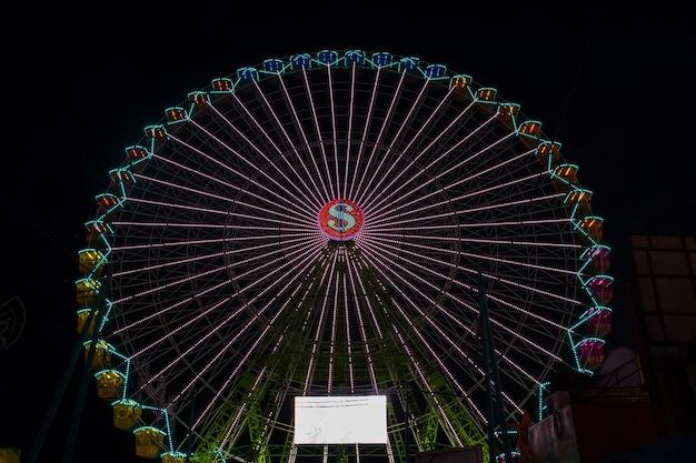 Длинный вид красочного чуда в ночи Бесплатные Фотографии