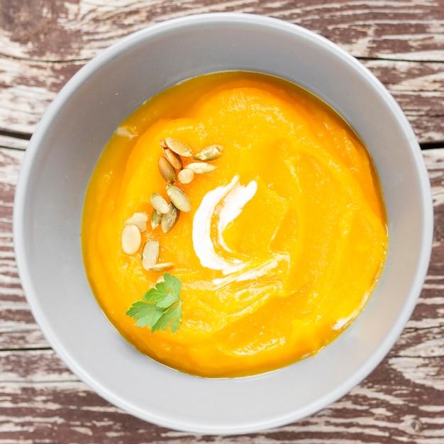 種子のトップビューシンプルなクリームスープ 無料写真