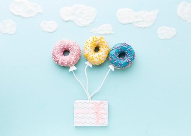 Концепция с пончиками вид сверху Бесплатные Фотографии