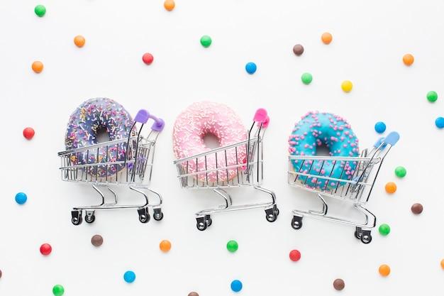 ショッピングカートセットのドーナツ 無料写真