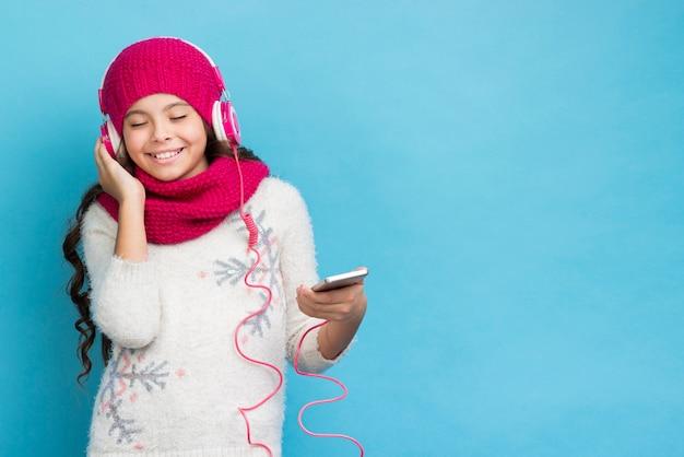 Копирование пространства девушка прослушивания музыки макет Бесплатные Фотографии