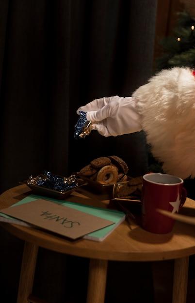 Крупный план, заполненный рождественским печеньем Бесплатные Фотографии