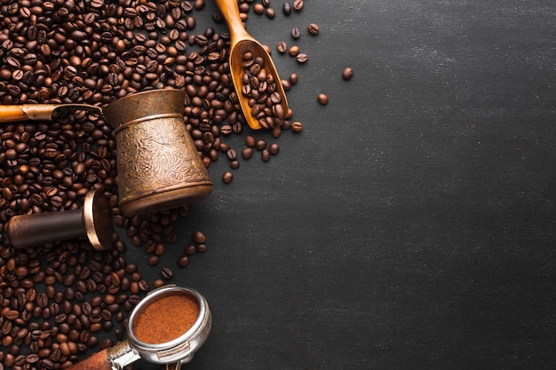 Жареный кофе в зернах с копией пространства Бесплатные Фотографии