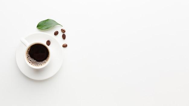 Свежая чашка кофе с разрешением и копией пространства Бесплатные Фотографии
