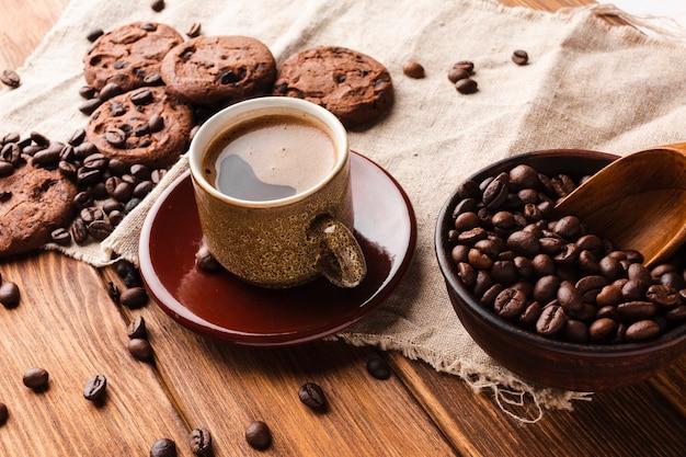 おいしいクッキーとコーヒーのクローズアップカップ 無料写真
