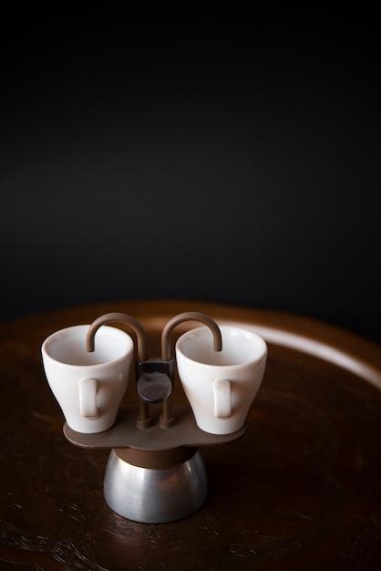 Маленькие чашки эспрессо с копией пространства фон Бесплатные Фотографии