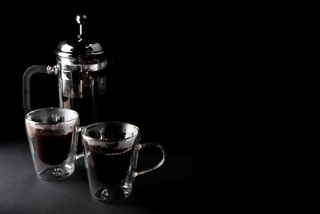 Вид спереди чашки кофе с чайником Бесплатные Фотографии