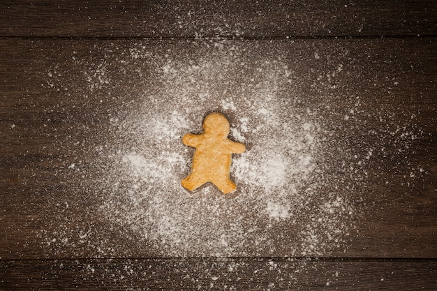 Плоская планировка с пряничным печеньем и мукой Бесплатные Фотографии