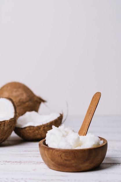 ココナッツオイルと垂直ショットボウル 無料写真