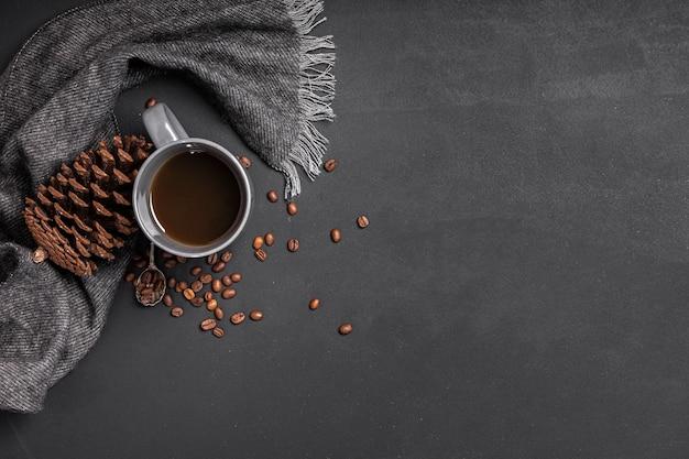 Копия горячего шоколада и сосновой шишки Бесплатные Фотографии