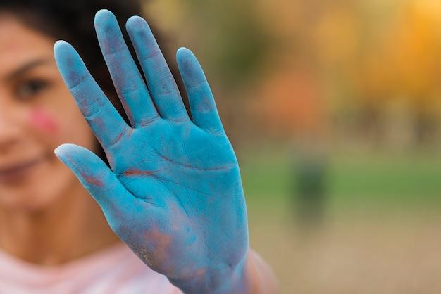 Крупный план цветной руки для холи Бесплатные Фотографии