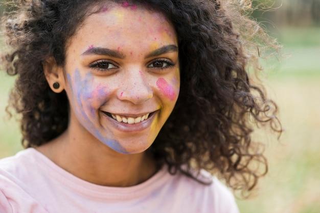 祭りで笑顔の夢のような目女性 無料写真