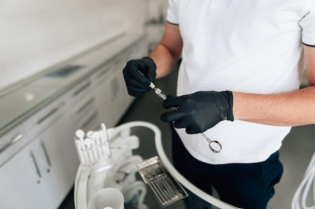 Высокий угол стоматологического удерживающего оборудования Бесплатные Фотографии