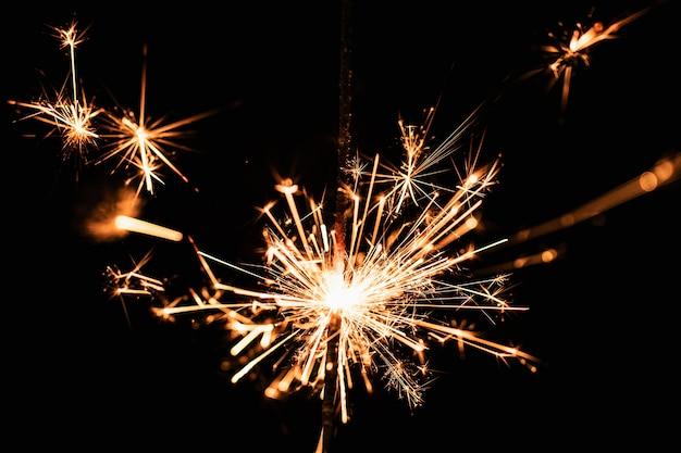 新年の夜に正面の花火 無料写真