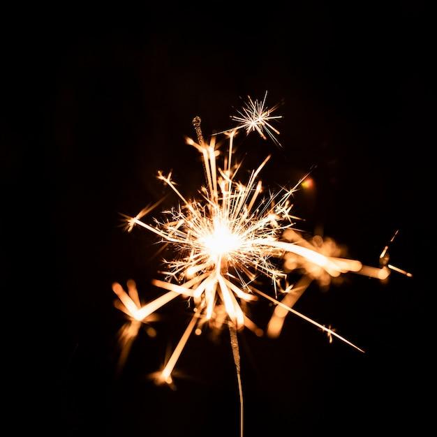 Золотой фейерверк ночью на небе Бесплатные Фотографии