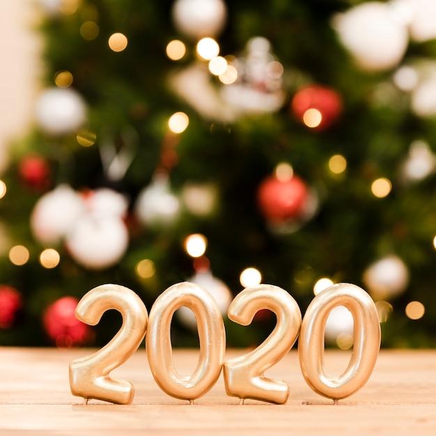 Вид спереди новогодних датированных номеров на столе Бесплатные Фотографии
