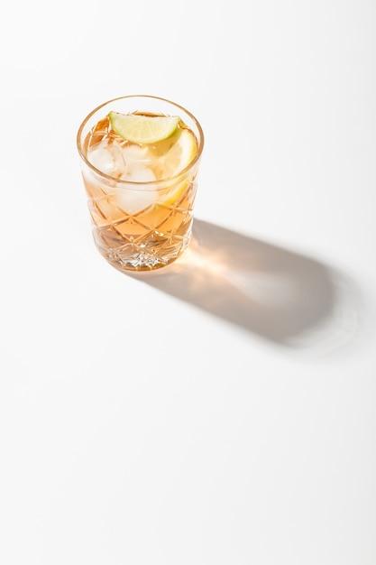 ライムコピースペースとアルコール飲料 無料写真