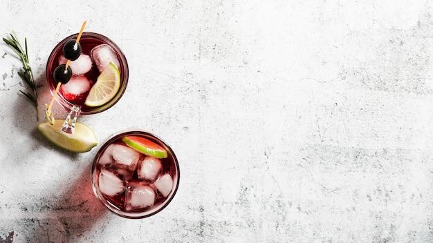 Набор ледяных коктейлей копией пространства Бесплатные Фотографии
