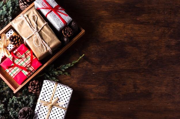 さまざまなクリスマスプレゼントの配置 無料写真