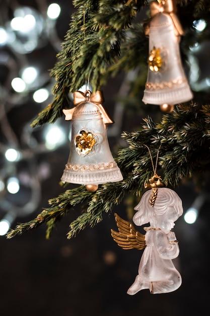 クリスマスツリーの美しい装飾品 無料写真