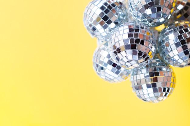 Серебряные диско-шары крупным планом Бесплатные Фотографии